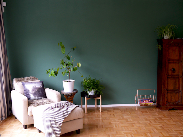Green feature wall, moody walls, allthelittledetails.de